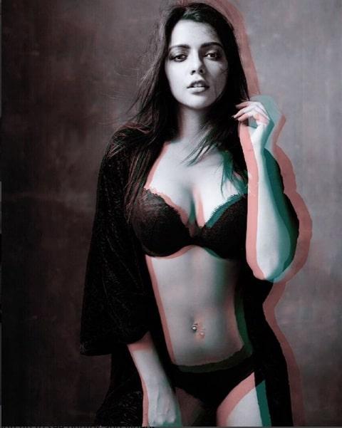 Actress Ruhi Singh Sizzling Hot look Photos