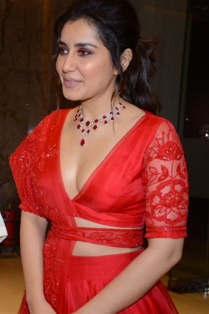 Raashi Khanna Hot Cleavage Photos at World Famous Lover Pre Release Event 19