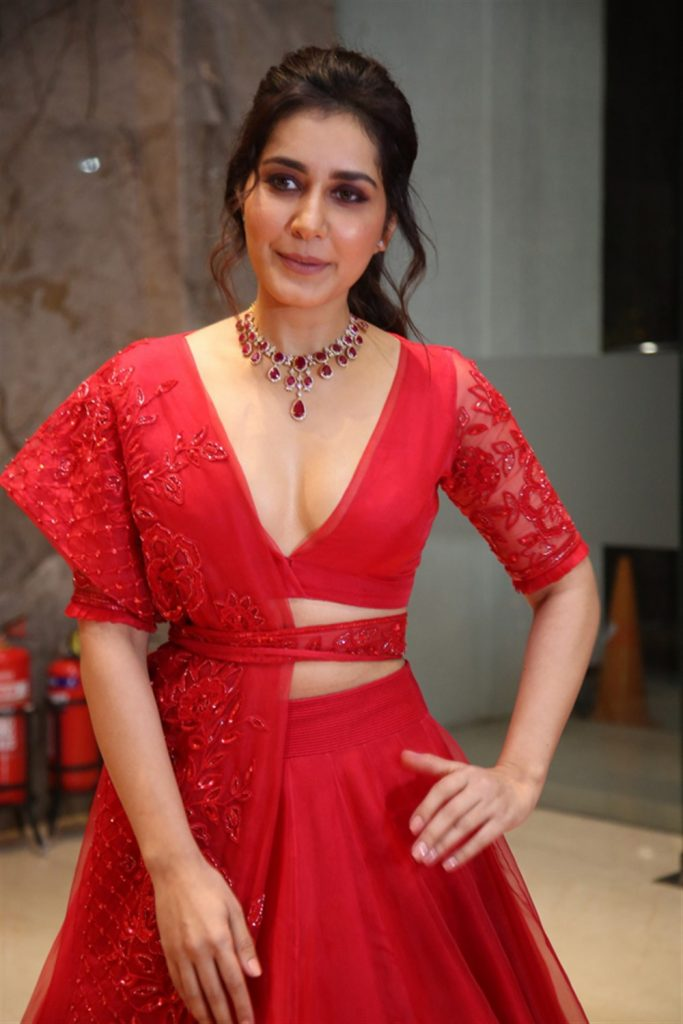 Raashi Khanna Hot Cleavage Photos at World Famous Lover Pre Release Event 2