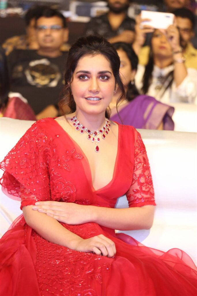 Raashi Khanna Hot Cleavage Photos at World Famous Lover Pre Release Event 22