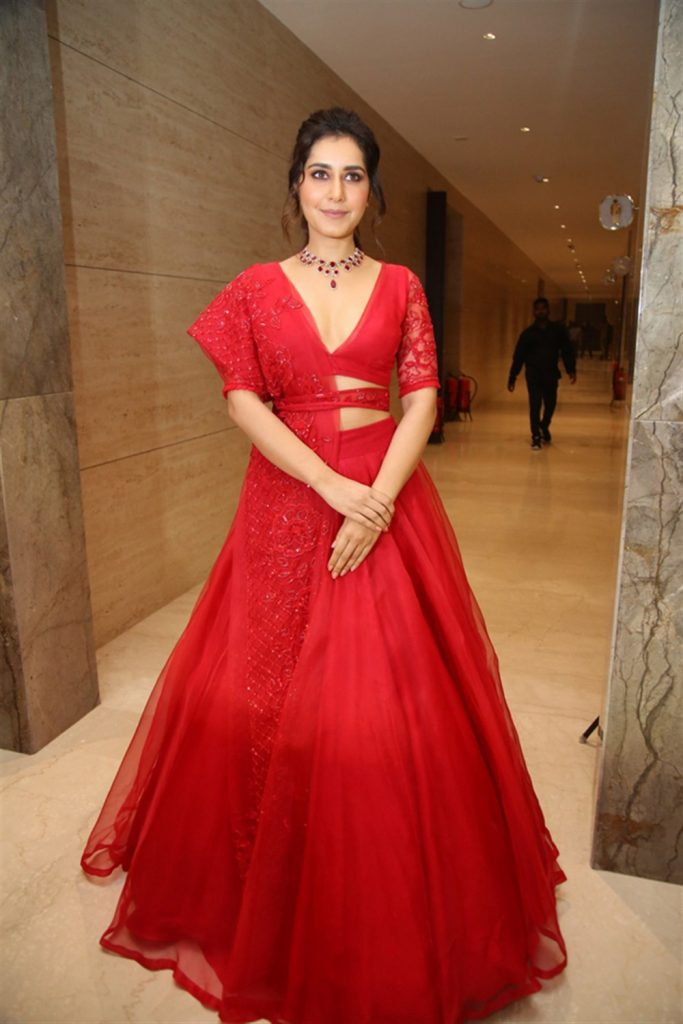 Raashi Khanna Hot Cleavage Photos at World Famous Lover Pre Release Event 5